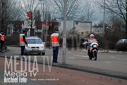 Alcoholcontrole; Man rijdt in op politie