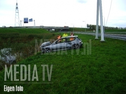 Auto in sloot na salto op A16