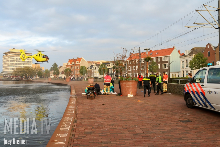Persoon te water Overschiesestraat Schiedam (video)
