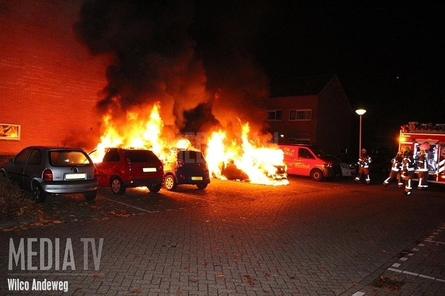 Meerdere auto's in brand Vecht Barendrecht (video)