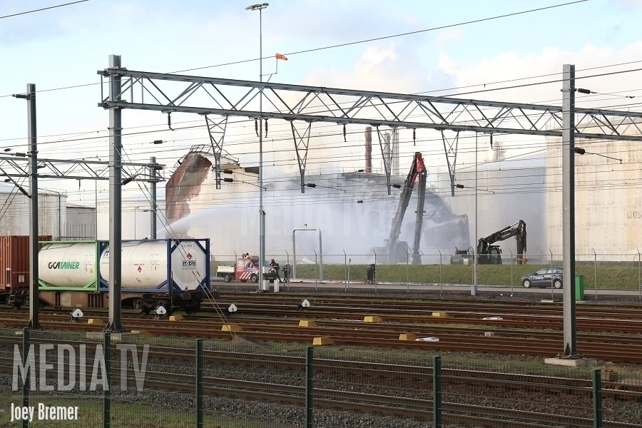 Grote brand in opslagtank Shell-Pernis Rotterdam (video)
