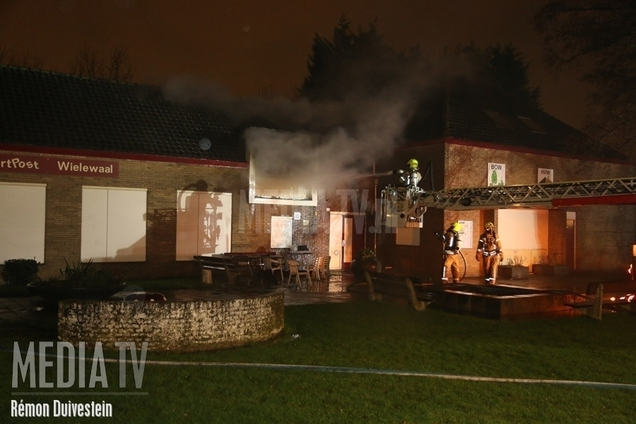 Grote brand in buurthuis Rollostraat Rotterdam (video)
