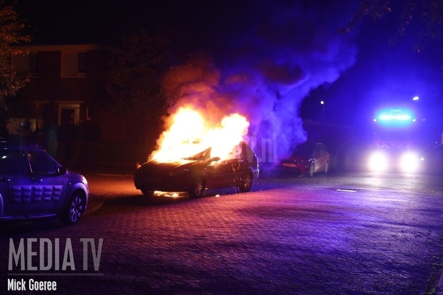 Auto in brand door technisch mankement Ridderkerk