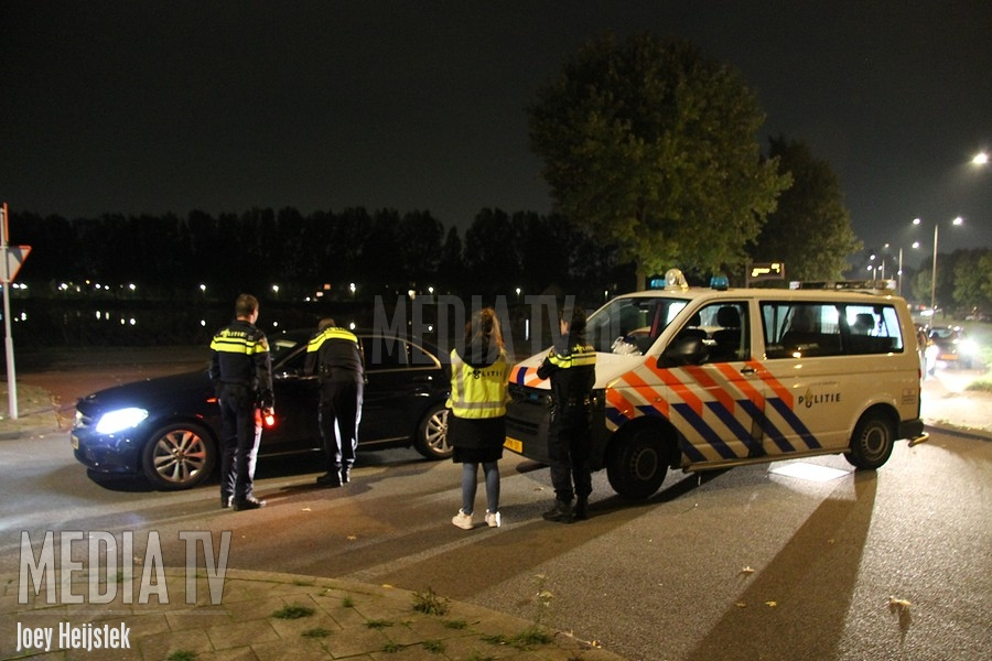 Politie houdt alcoholcontrole in Rotterdam-Prinsenland